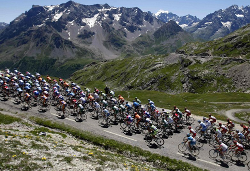 peloton-in-mountains